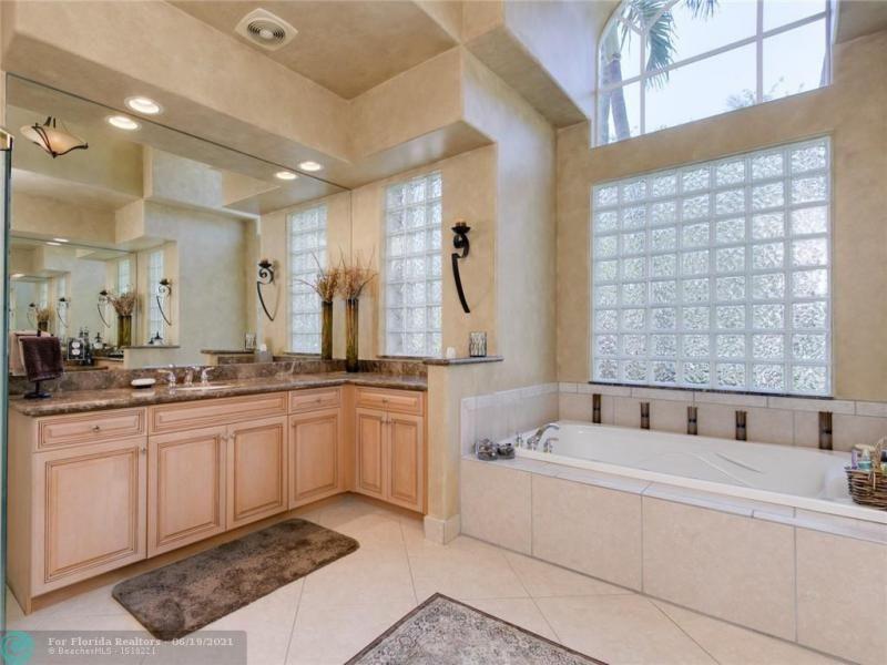 Long Lake Estates for Sale - 2960 W LAKE VISTA CR, Davie 33328, photo 38 of 87