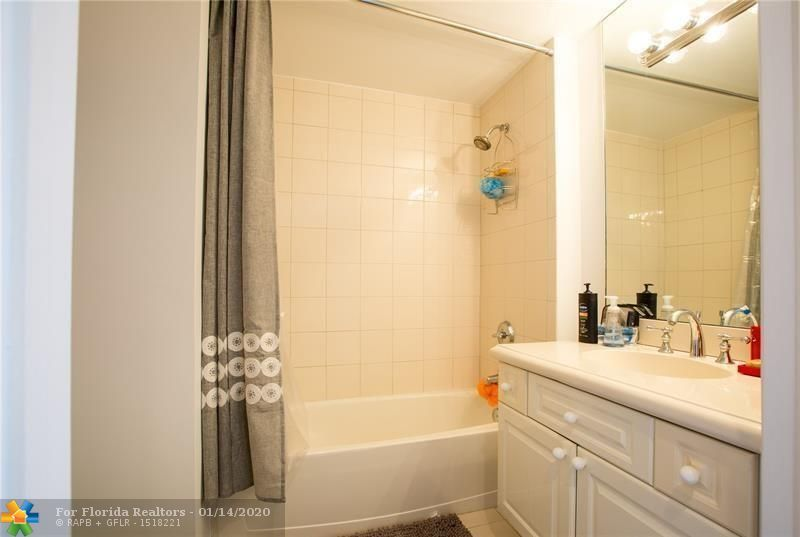 L'Hermitage for Sale - 3100 N Ocean Blvd, Unit 903, Fort Lauderdale 33308, photo 12 of 18