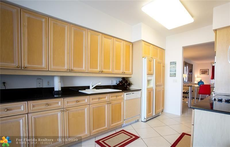 L'Hermitage for Sale - 3100 N Ocean Blvd, Unit 903, Fort Lauderdale 33308, photo 6 of 18