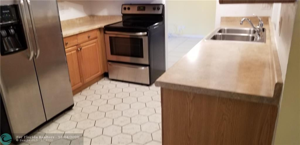 Paradise Gardens Sec 3 for Sale - 7000 NW 17th St, Margate 33063, photo 5 of 17