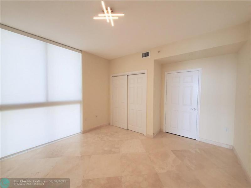 L'Ambiance for Sale - 4240 Galt Ocean Dr, Unit 905, Fort Lauderdale 33308, photo 11 of 38