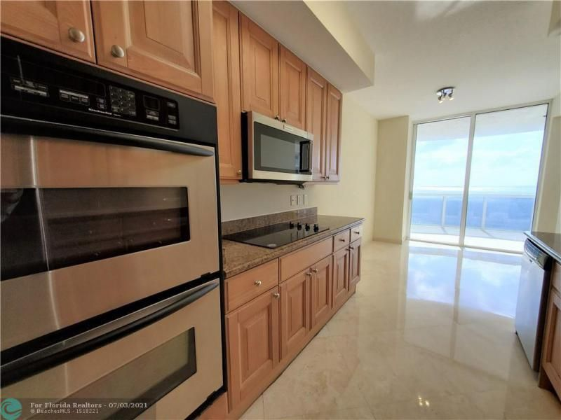 L'Ambiance for Sale - 4240 Galt Ocean Dr, Unit 905, Fort Lauderdale 33308, photo 14 of 38