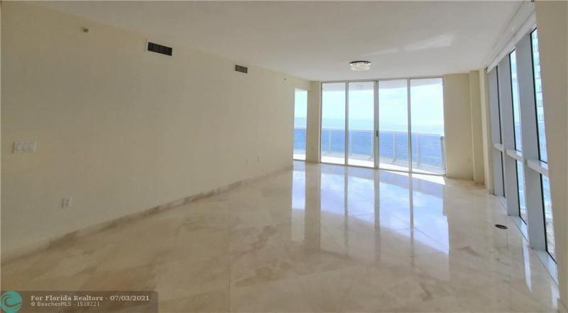L'Ambiance for Sale - 4240 Galt Ocean Dr, Unit 905, Fort Lauderdale 33308, photo 8 of 38