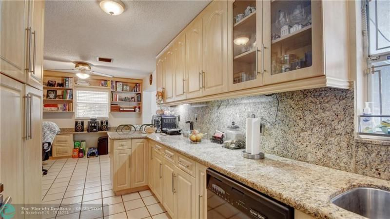 Homes Of Margate for Sale - 6713 NW 27th St, Margate 33063, photo 11 of 42