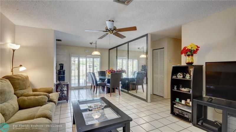Homes Of Margate for Sale - 6713 NW 27th St, Margate 33063, photo 5 of 42