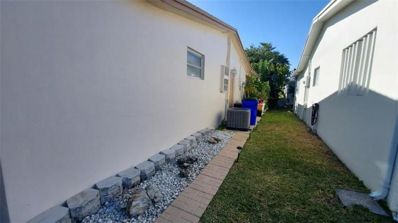 Paradise Gardens Sec 3 72 for Sale - 6980 NW 11th Ct, Margate 33063, photo 5 of 10