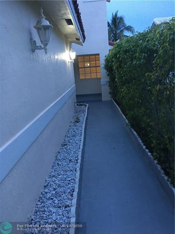 Silver Lakes At Pembroke for Sale - 440 SW 176th Ave, Pembroke Pines 33029, photo 1 of 12