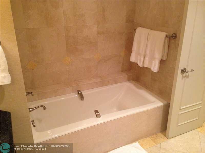 Atlantic Hotel Condominium for Sale - 601 N Fort Lauderdale Beach Blvd, Unit 810, Fort Lauderdale 33304, photo 8 of 17