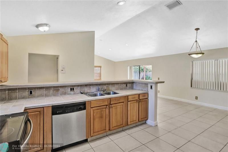 Coral Gate for Sale - 5350 NW 31st Street, Margate 33063, photo 13 of 48