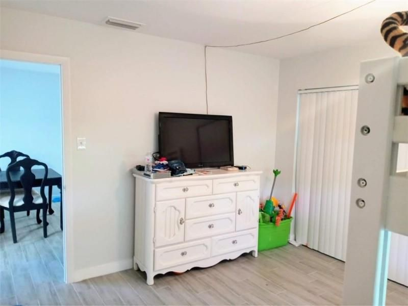 Paradise Gardens Sec 4 76 for Sale - 7190 NW 8th Ct, Margate 33063, photo 6 of 11