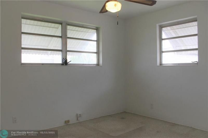 Ocean View Golf Add 37-7 for Sale - 326 SE 3rd Ter, Dania 33004, photo 11 of 14