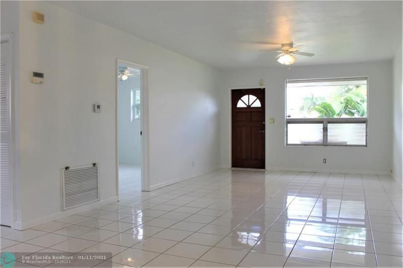 Ocean View Golf Add 37-7 for Sale - 326 SE 3rd Ter, Dania 33004, photo 3 of 14