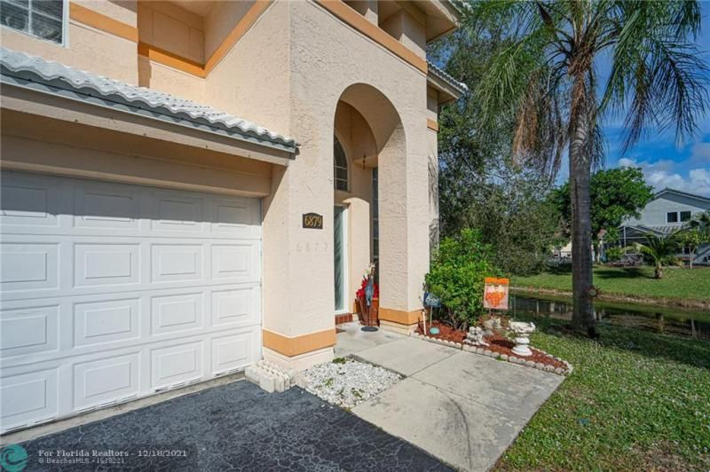 Holiday Spgs East 133-49 for Sale - 6879 NW 27th Ct, Margate 33063, photo 2 of 8