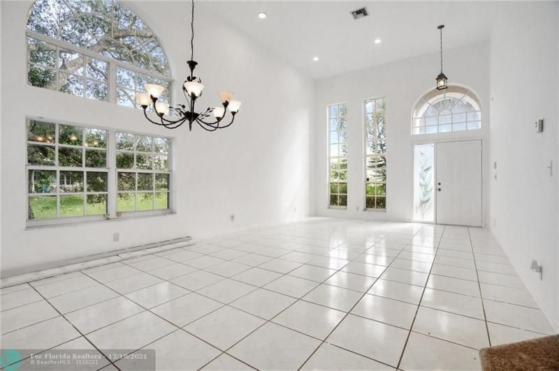 Holiday Spgs East 133-49 for Sale - 6879 NW 27th Ct, Margate 33063, photo 7 of 8