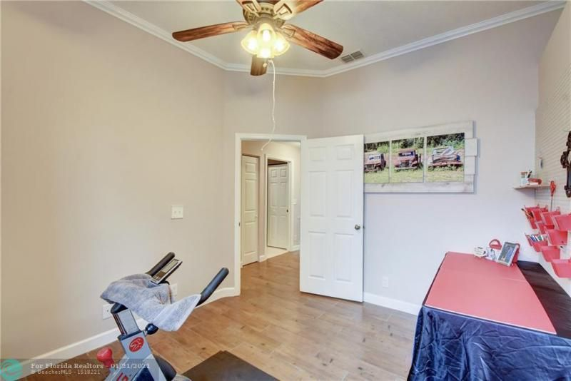 Holiday Spgs Village Sec for Sale - 3350 Greenview Terr EAST,, Margate 33063, photo 11 of 57