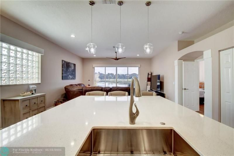 Holiday Spgs Village Sec for Sale - 3350 Greenview Terr EAST,, Margate 33063, photo 19 of 57