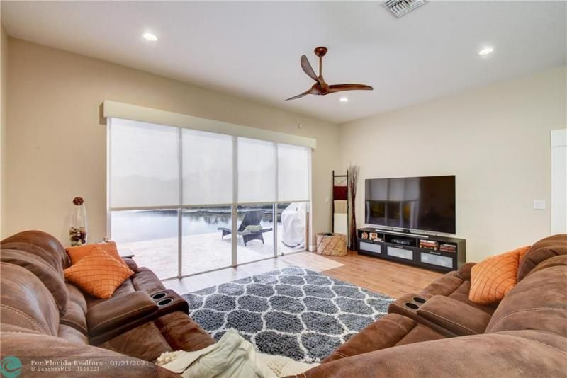 Holiday Spgs Village Sec for Sale - 3350 Greenview Terr EAST,, Margate 33063, photo 23 of 57