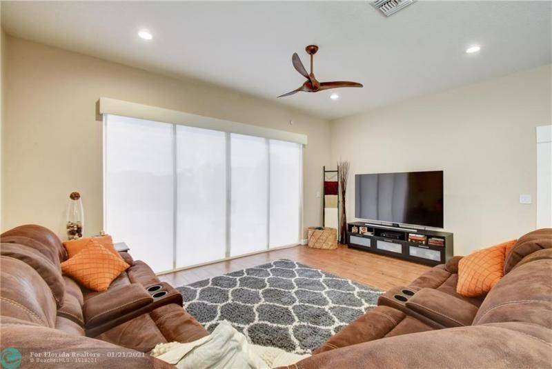 Holiday Spgs Village Sec for Sale - 3350 Greenview Terr EAST,, Margate 33063, photo 24 of 57
