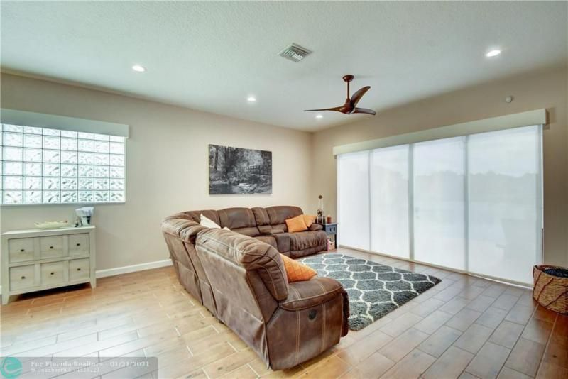 Holiday Spgs Village Sec for Sale - 3350 Greenview Terr EAST,, Margate 33063, photo 25 of 57