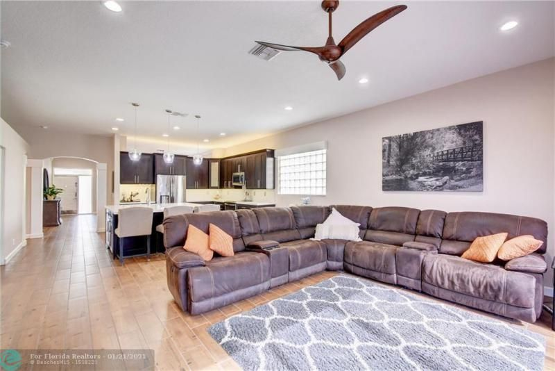 Holiday Spgs Village Sec for Sale - 3350 Greenview Terr EAST,, Margate 33063, photo 28 of 57