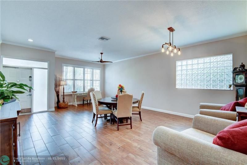 Holiday Spgs Village Sec for Sale - 3350 Greenview Terr EAST,, Margate 33063, photo 7 of 57