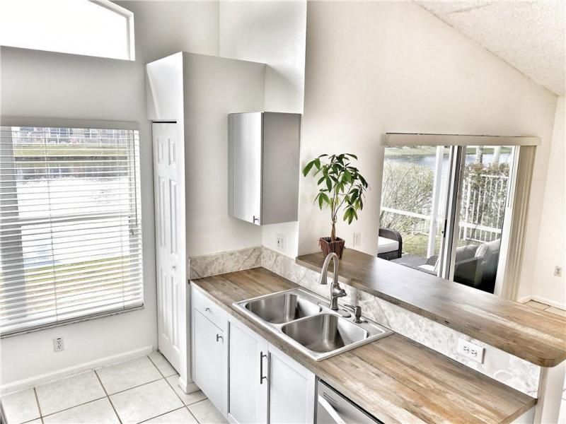 Wiles/butler One 160-18 B for Sale - 5414 NW 50th Ct, Coconut Creek 33073, photo 4 of 38