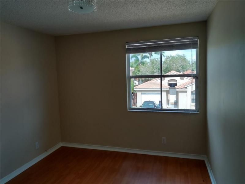 The Palm Island 151-31 B for Sale - 7496 Viscaya Cir, Margate 33063, photo 10 of 11