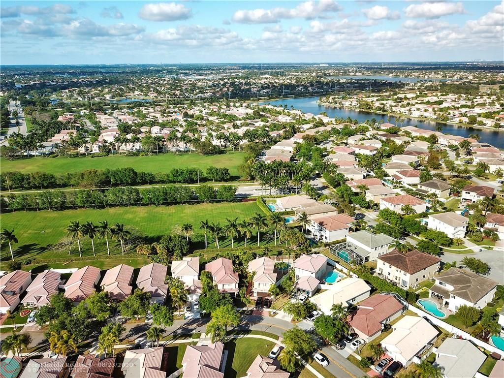 Silver Lakes At Pembroke for Sale - 17711 SW 23rd St, Pembroke Pines 33029, photo 22 of 29