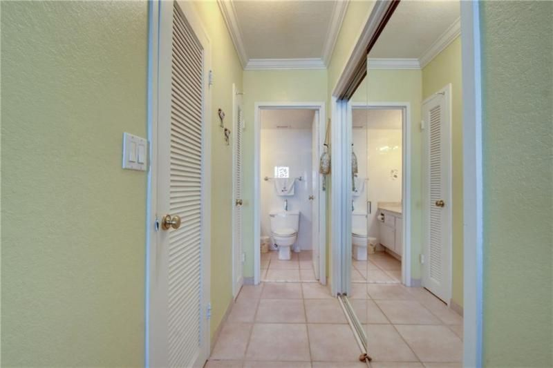 Sea Air Towers for Sale - 3725 S Ocean Dr, Unit 1421, Hollywood 33019, photo 10 of 47
