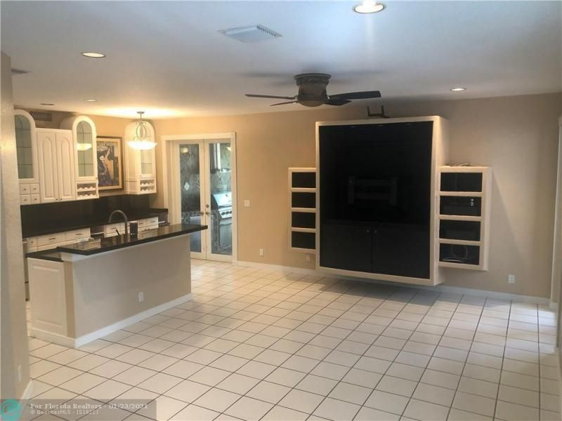 Regency Lakes At Coconut for Sale - 5111 Heron Ct, Coconut Creek 33073, photo 6 of 24
