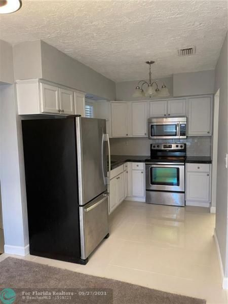 Westgate Heights 37-32 B for Sale - 3101 NW 5th St, Lauderhill 33311, photo 10 of 23