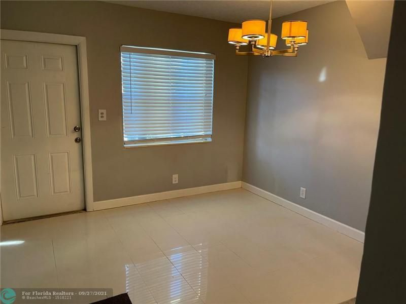 Westgate Heights 37-32 B for Sale - 3101 NW 5th St, Lauderhill 33311, photo 6 of 23