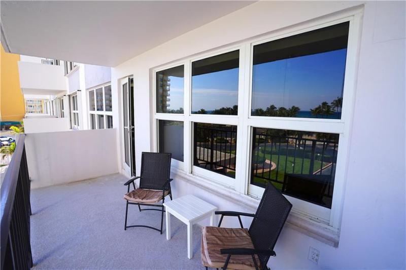 Parliament House for Sale - 405 N Ocean Blvd, Unit 316, Pompano Beach 33062, photo 4 of 26