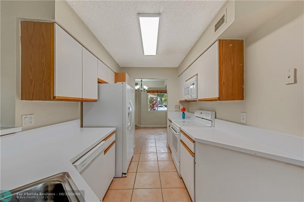 Parc Court for Sale - 988 NW 93rd Ave, Plantation 33324, photo 10 of 28