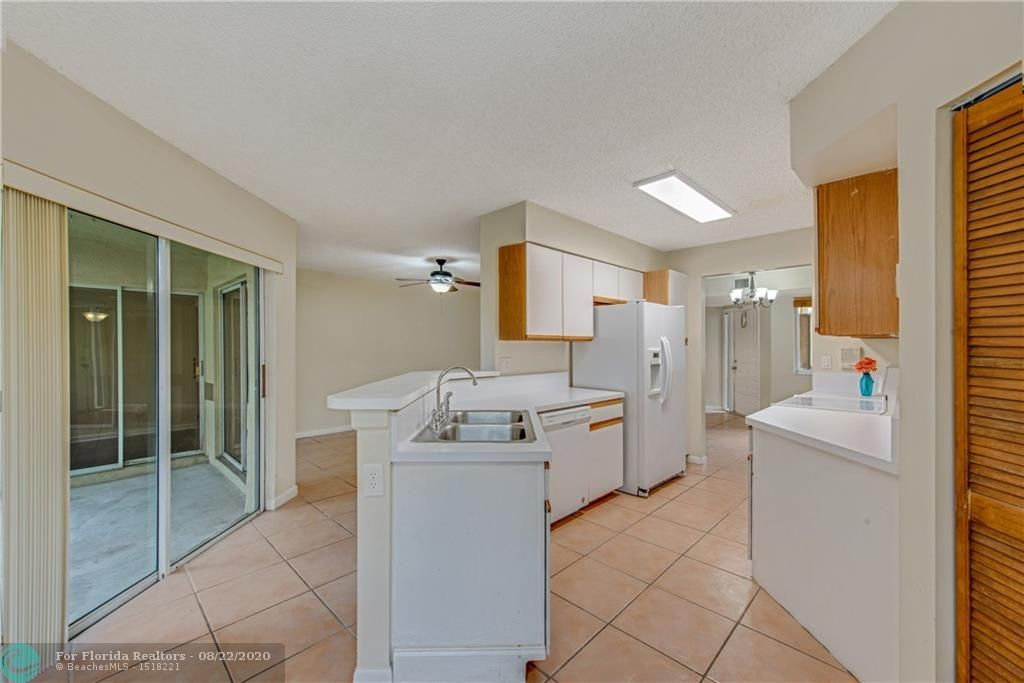 Parc Court for Sale - 988 NW 93rd Ave, Plantation 33324, photo 13 of 28