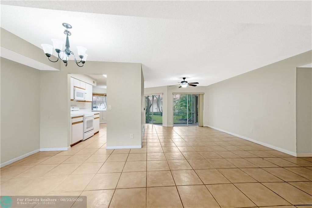 Parc Court for Sale - 988 NW 93rd Ave, Plantation 33324, photo 5 of 28