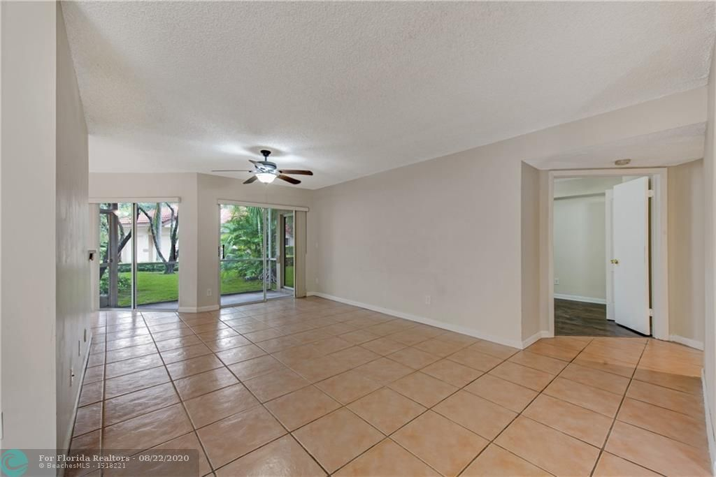 Parc Court for Sale - 988 NW 93rd Ave, Plantation 33324, photo 6 of 28