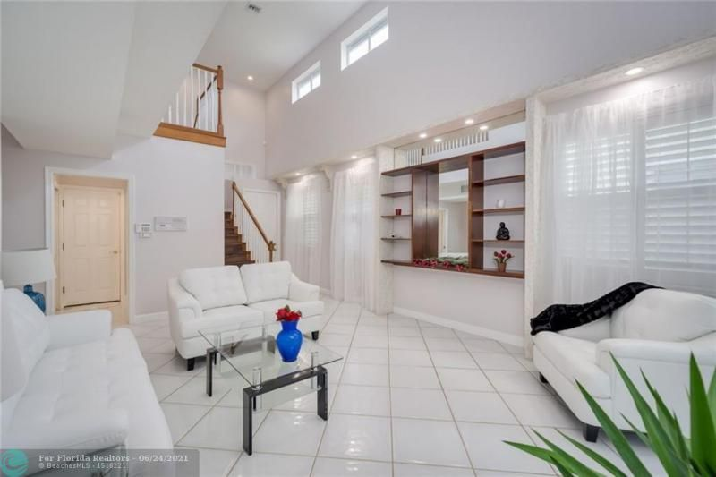 Hollywood Beach Park No 2 for Sale - 800 NATURE'S COVE RD, Dania 33004, photo 4 of 47