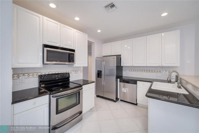 Hollywood Beach Park No 2 for Sale - 800 NATURE'S COVE RD, Dania 33004, photo 5 of 47