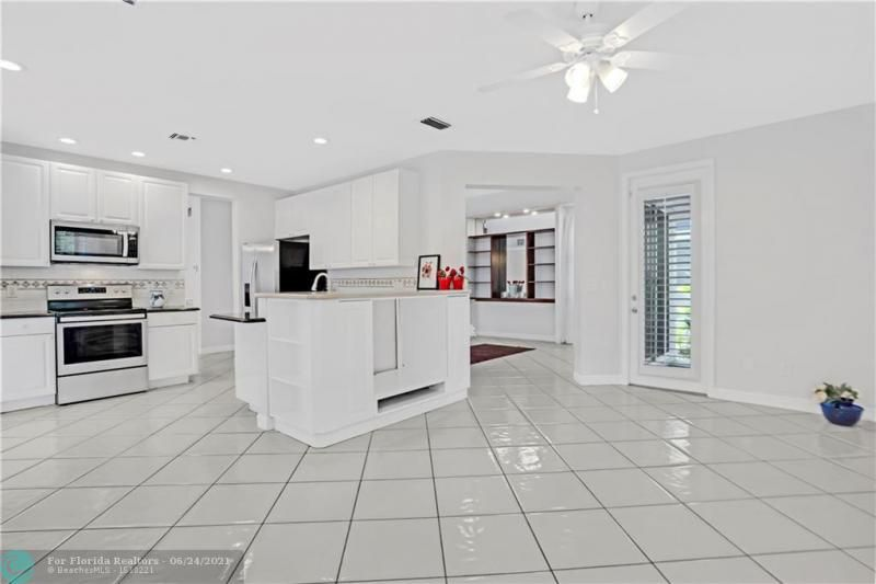 Hollywood Beach Park No 2 for Sale - 800 NATURE'S COVE RD, Dania 33004, photo 9 of 47