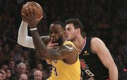 混亂!NBA最新排名:湖人再敗遠離季後賽,尼克斯確定無緣季後賽,金塊3連...