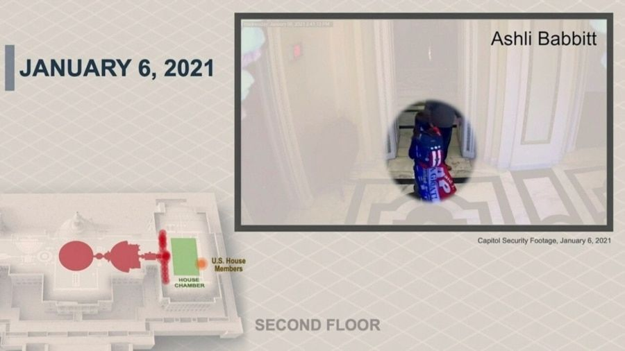 资料照片:众议院弹劾经理人2021年2月10日展示的证据照片显示,阿什丽·巴比特1月6日在被开枪打死前走在国会大厦内。(图片由美国参议院发布。)