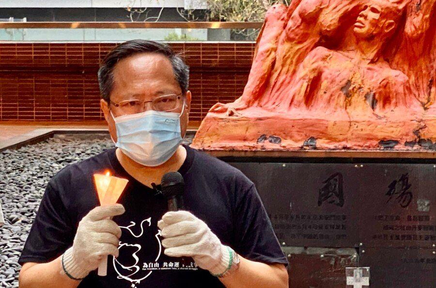 支联会副主席何俊仁表示,国殇之柱象征香港大学的言论及表达自由,呼吁校方尊重这个已经成为港大一部分的纪念碑 (美国之音/汤惠芸)