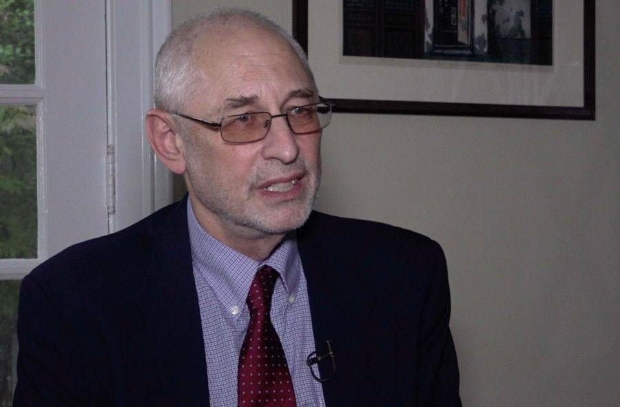 资料照:美国哥伦比亚大学政治学教授黎安友(Andrew Nathan) 接受美国之音专访。(2018年11月1日)