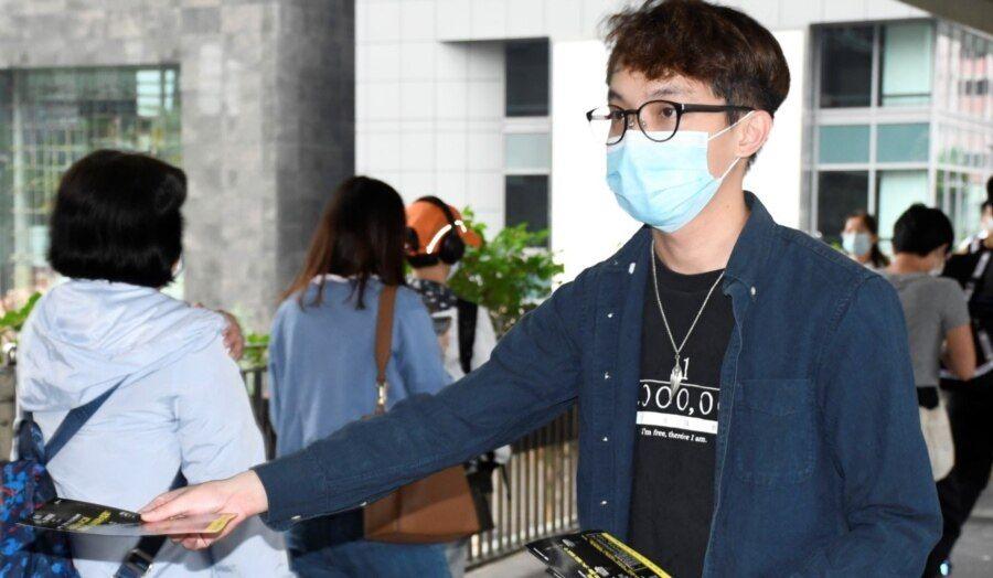 陈皓桓表示,就警方要求民阵提供6项资料, 将寻求法律意见,稍后召开记者会再作回应 (美国之音/汤惠芸)