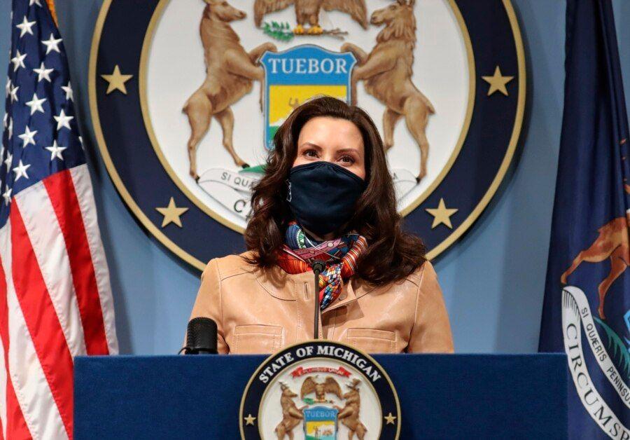 资料照片:密歇根州长办公室发布的照片显示州长惠特默在首府兰辛对本州民众讲话。(2021年4月9日)