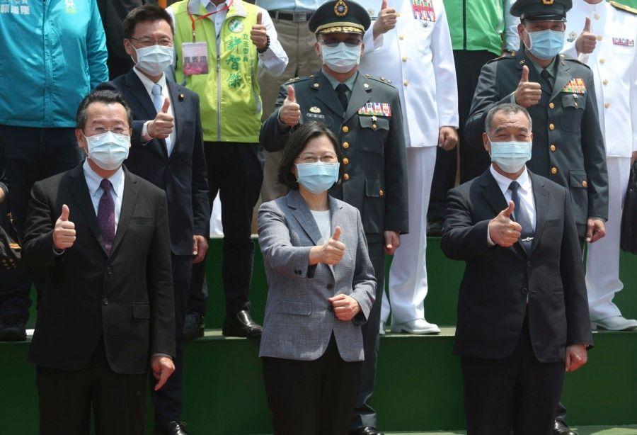 台湾总统蔡英文(中)出席台湾第一艘万吨级两栖船坞登陆舰下水和命名典礼。(2021年4月13日)