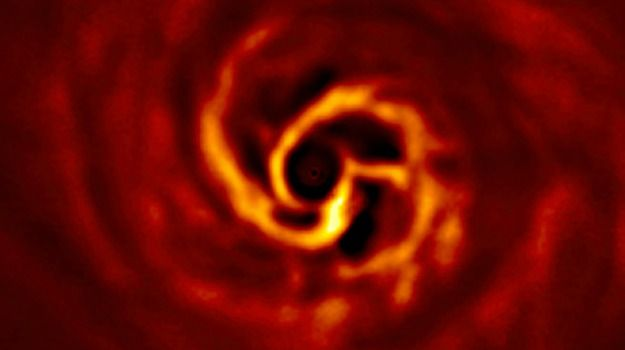 Fotografata nascita pianeta VIDEO
