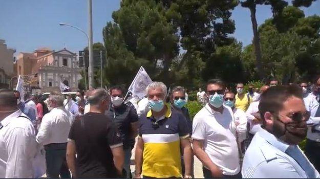 Turismo siciliano collasso per coronavirus interviste dalla protesta Palermo
