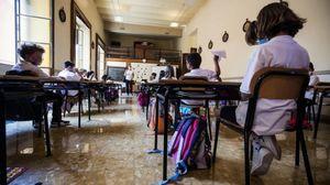 Vaccino al 60% degli studenti e green pass per treni e aerei: il governo studia le misure per scuola e trasporti